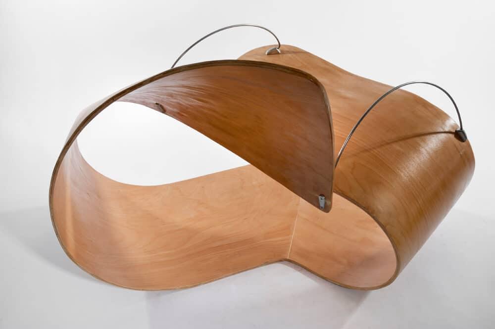 כיסא עץ מעוצב זורם