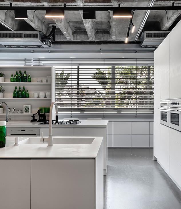 מטבח מודרני עם משטח קוריאן