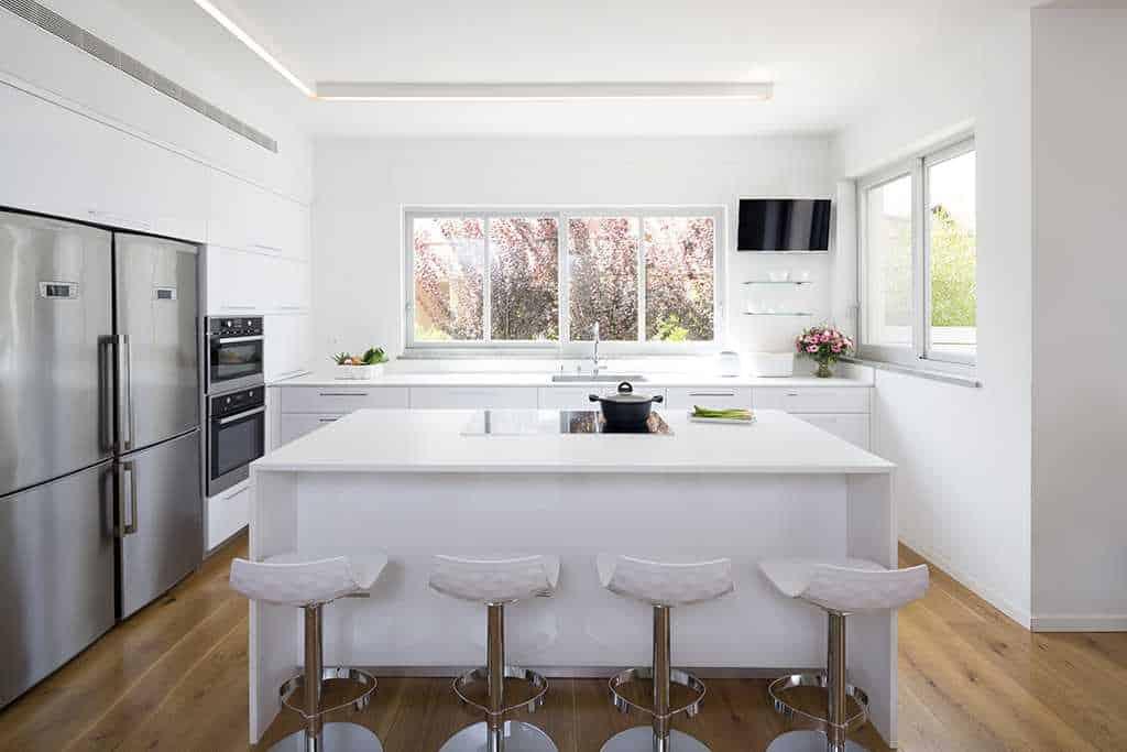 מטבח ואי למטבח בצבע לבן
