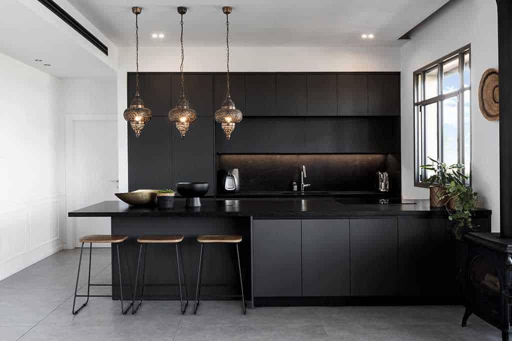 תאורה למטבח שחור